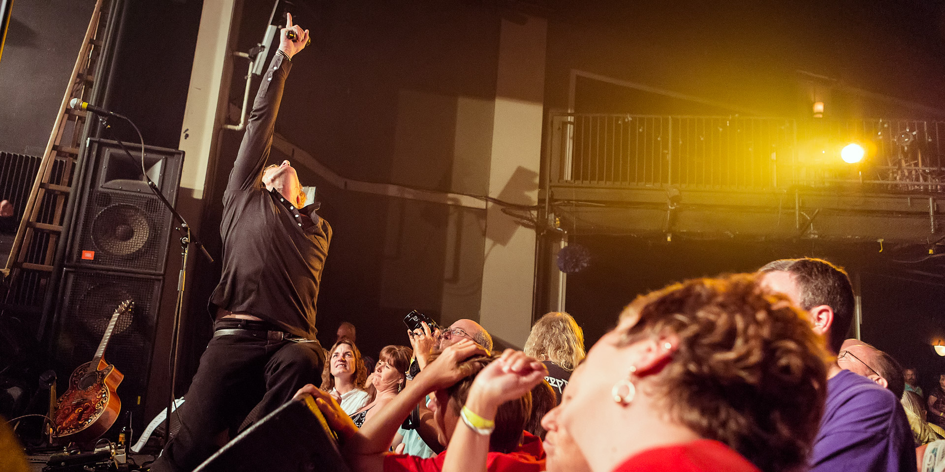 Sidewinder: Vocalist Chuck Dowless captures the crowd.